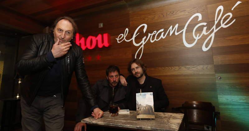 Eduardo Iglesias presentó su novela 'Los Elegidos' en el Gran Café, junto con Ray Loriga y Rafael Saravia.